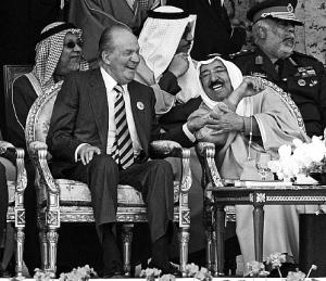 Rey se divierte en el 50 aniversario de la independencia de Kuwait